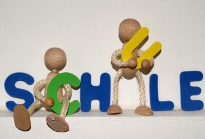Schule Schriftzug (c) S. Hofschläger / pixelio.de