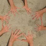 kreatives Wasser- und Sandspielzeug fördert die Entwicklung der Kinder
