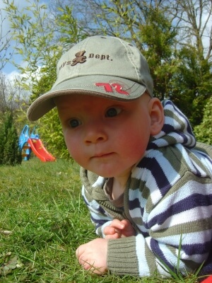 Junge klein | Auf Beobachtungsposten (c) Dennis Knorr / pixelio.de
