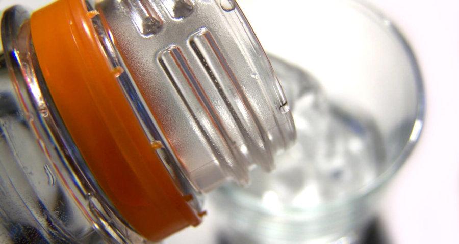 Ernährung | Wasserflasche (c) knipseline / pixelio.de