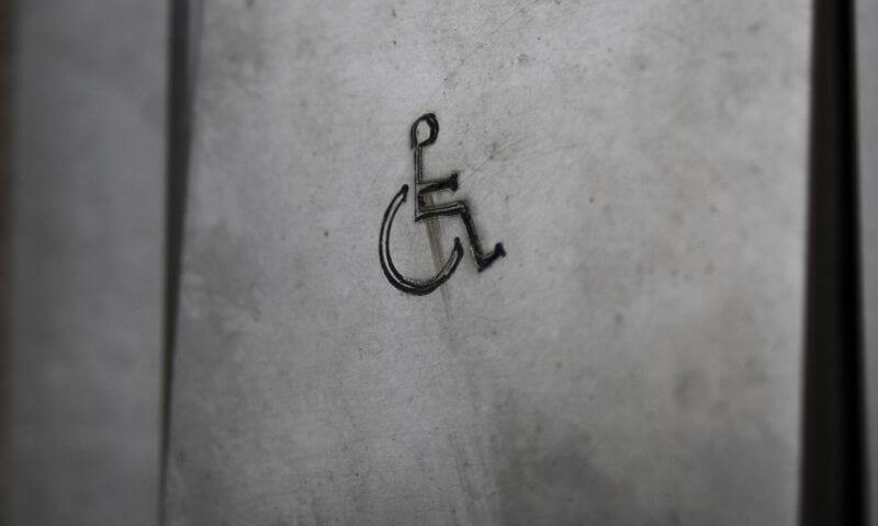 Klingel mit Rollstuhlsymbol (c) BrandtMarke / pixelio.de