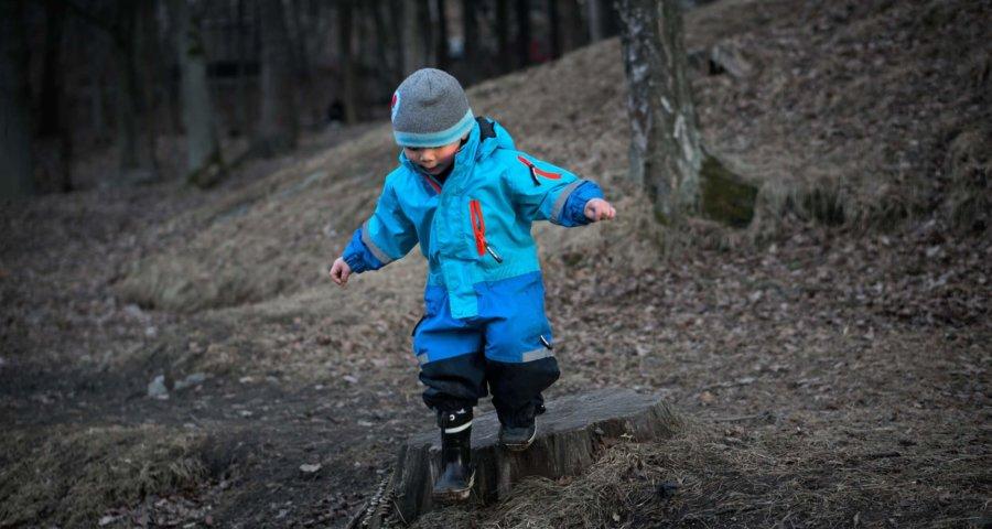 Kind im KiTa-Alter entdeckt die Welt (c) qimono / pixabay.de