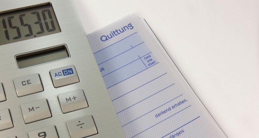 Quittung und Taschenrechner (c) blickpixel / pixabay.de