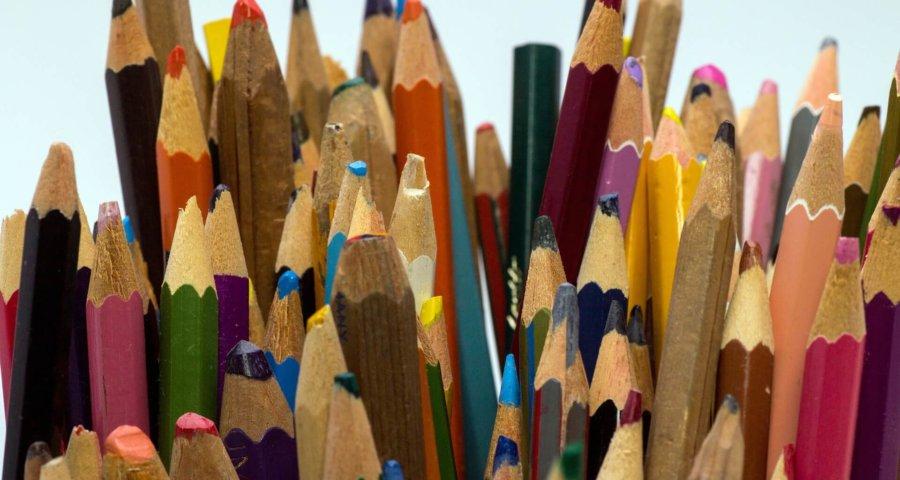 Vielfalt einmal anders | Buntstifte für Schule & Co (c) domeckopol / pixabay.de