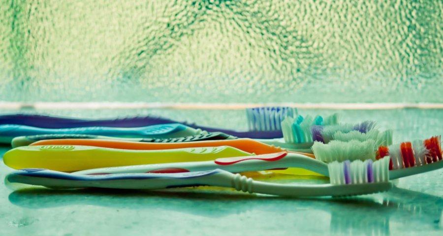 Zahnbürste als Werkzeug für gesunde Zähne (c) pdpics / pixabay.de