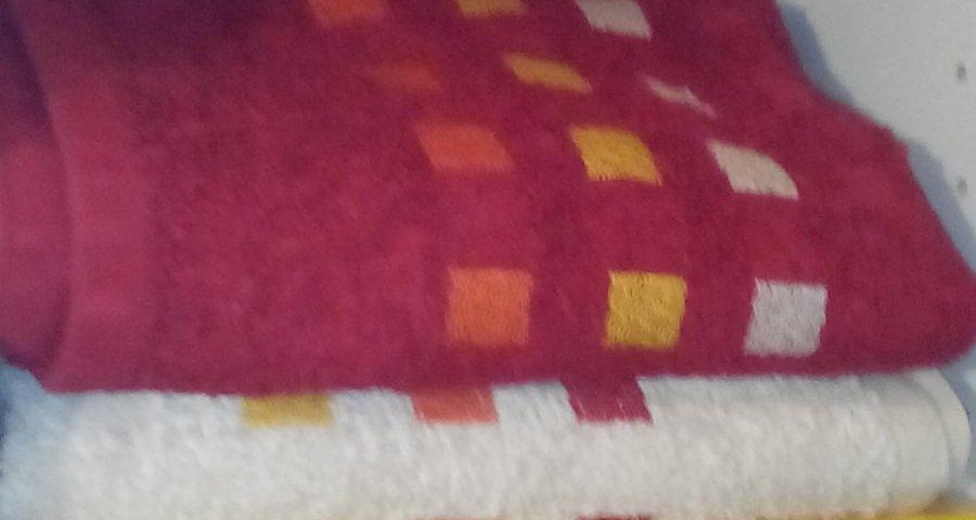 Handtuch Regal Bad (c) familienfreund.de