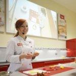 professionelle Anleitung in der Eventbäckerei (c) Kathi